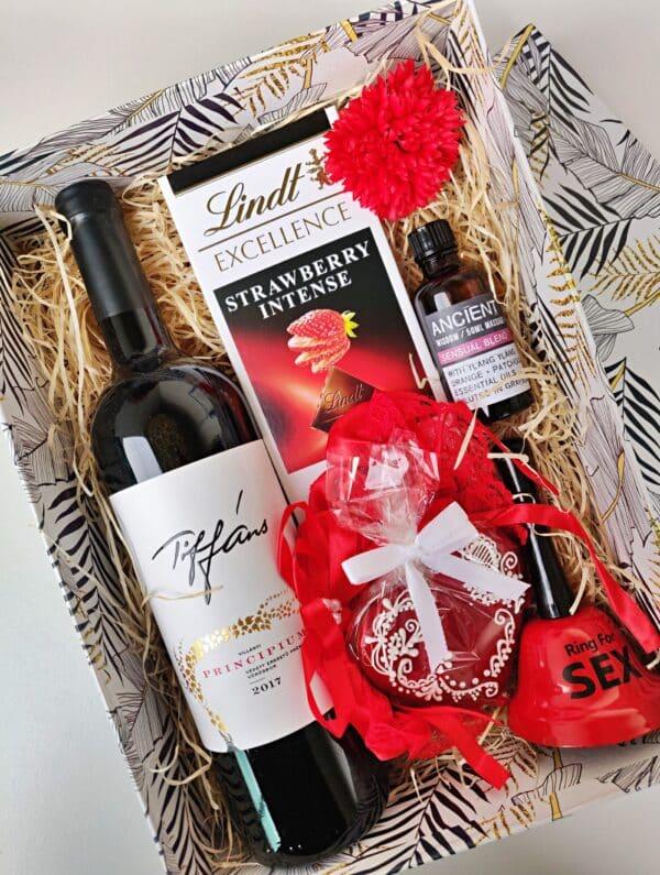 dögös vörös ajándék doboz